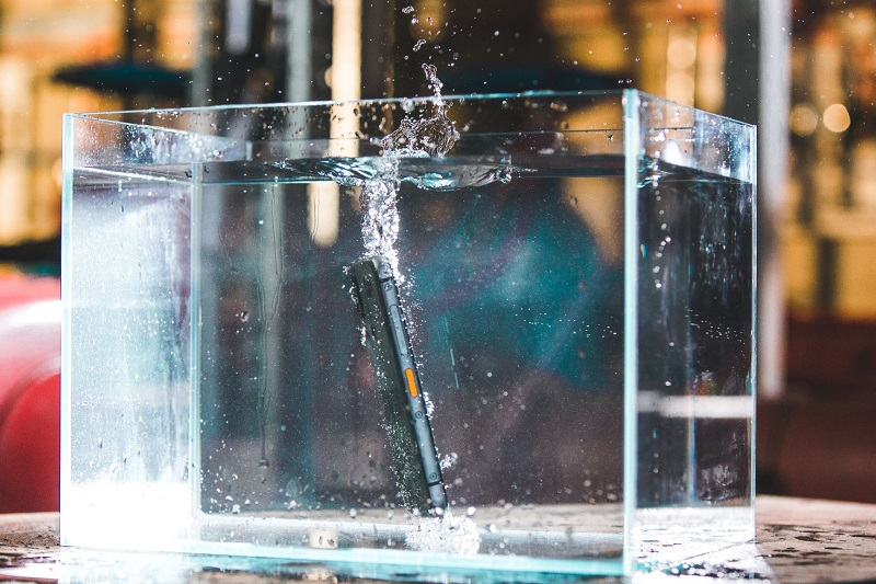 Cat S62 Pro en agua